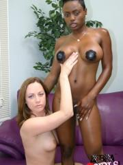 Jada Fire & Nadia Sinn - Sexo Lesbianas Interracial