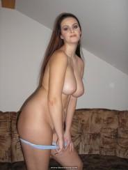 desnuda-en-el-sofa-11