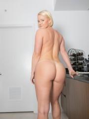 desnudo en la cocina-11