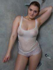 enormes-pechos-mojados-03