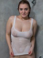 enormes-pechos-mojados-04