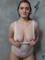 enormes-pechos-mojados-05