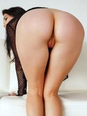 Malena nos muestra su perfecto culo y coño